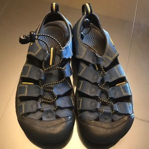 youth size 5 keen sandals